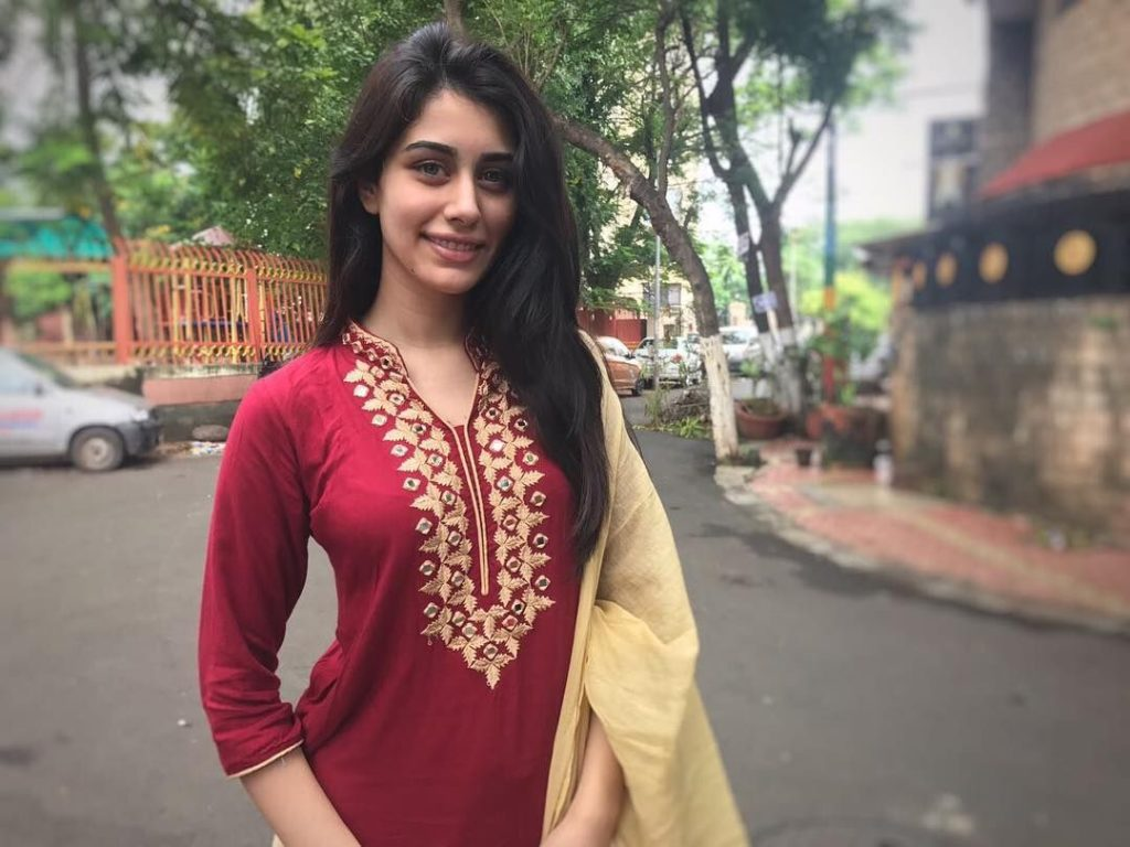 Warina Hussain Age, Father, Mother, Boyfriend, Wiki, Movies ...