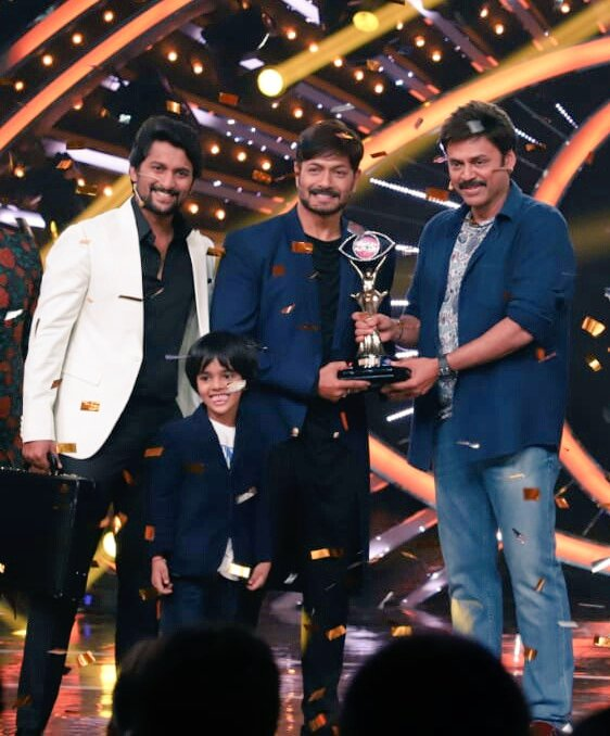 Kaushal with Bigg Boss 2 Trophy