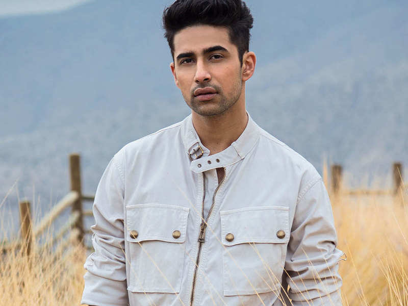 Suraj Sharma Wiki, Age, Height, Movies, Net Worth